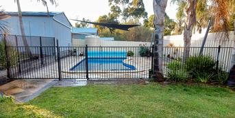 Pool-Fencing-Contractor